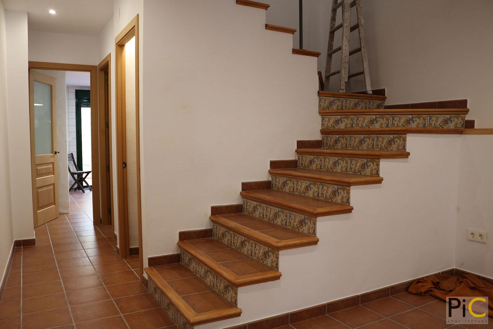 Obra nueva arquitectura vivienda unifamiliar Benasau escalera