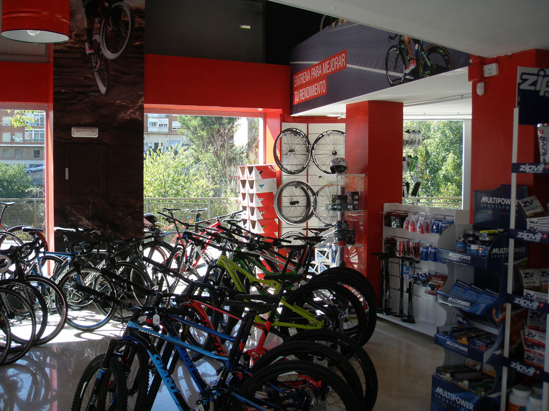 diseño tienda onbike alcoy interior