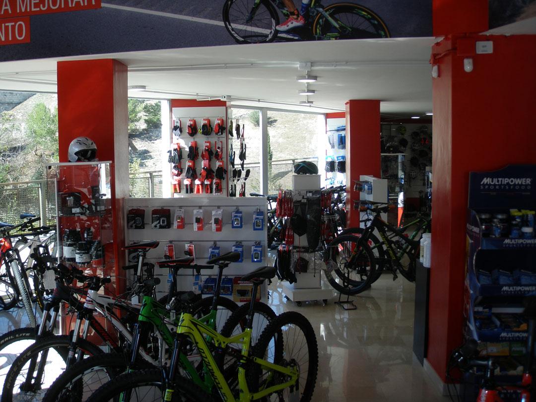 diseño tienda onbike alcoy interior 2