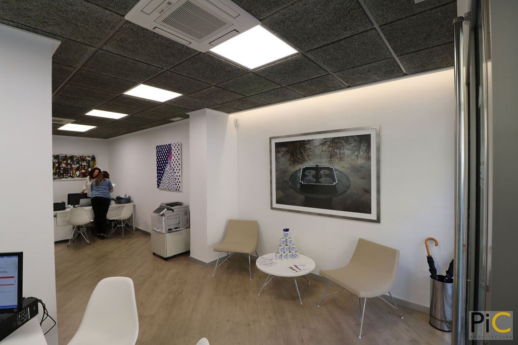 Nueva oficina mutua levante Alcoy picarquitectura recibidor
